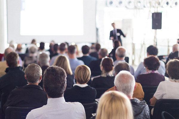 Jak opanować lęk przed wystąpieniami? Pułapki autoprezentacji.